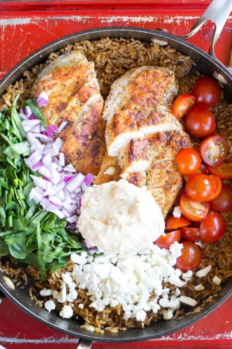 I absolutely love Mediterranean flavors like what's in this One Pot Greek Chicken and Rice recipe! Garden fresh tomatoes, hummus and perfectly seasoned chicken topped with feta cheese will have the family asking for more Greek food! | OHMY-CREATIVE.COM