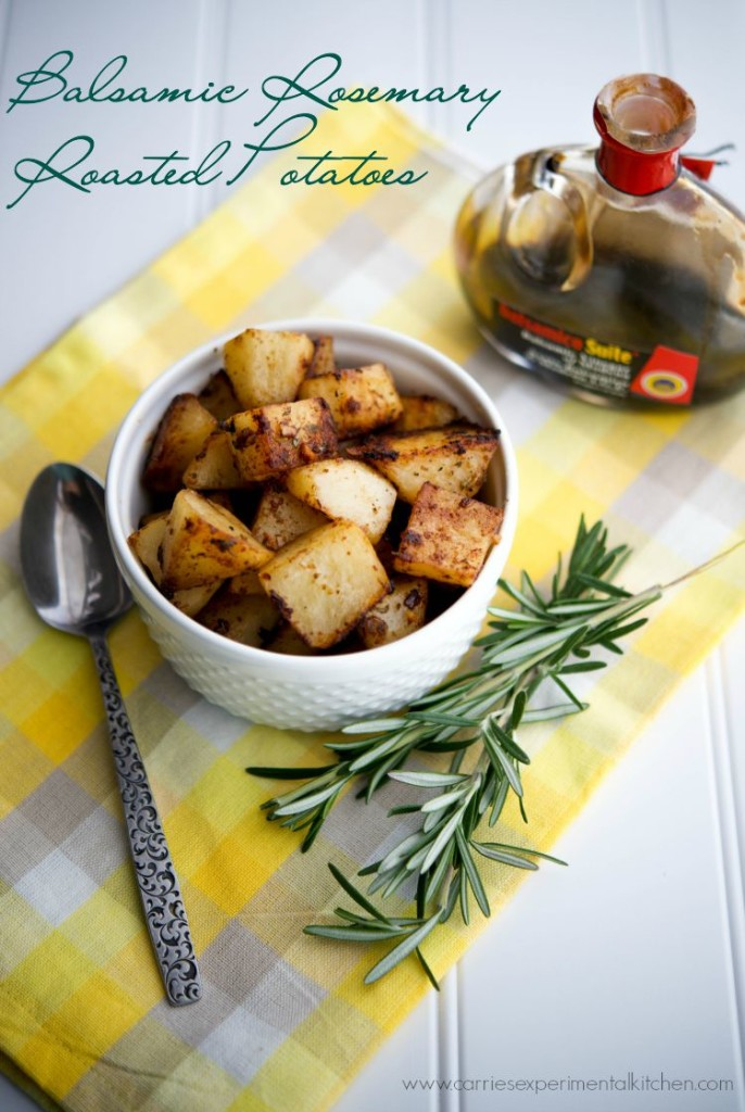 Balsamic Rosemary Roasted Potatoes Side Dish - 25 Thanksgiving Side Dishes to complete your Thanksgiving dinner! Including Thanksgiving vegetable side dish recipes, traditional Thanksgiving recipes as well as new recipes to try! | OHMY-CREATIVE.COM