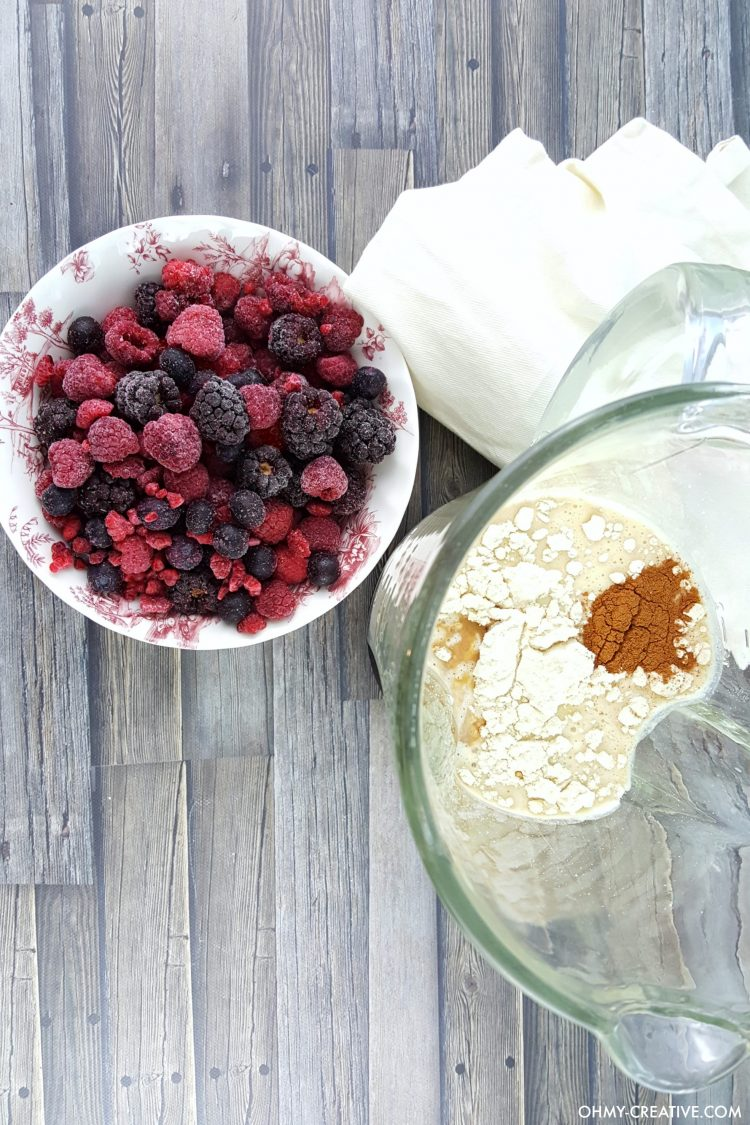 Whip this Antioxidant Frozen Berry Smoothie up in the morning for a nutritious on-the-go breakfast. OHMY-CREATIVE.COM | breakfast | smoothie | antioxidant | berry | berries | raspberries | blueberries | strawberries | blackberries | healthy | easy recipe | almond milk | frozen smoothie | 21 day fix |
