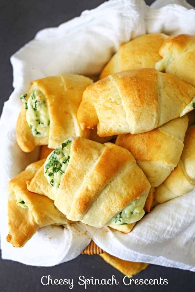 Cheesy Spinach Crescents | 30 Graduation Party Food Ideas | OHMY-CREATIVE.COM