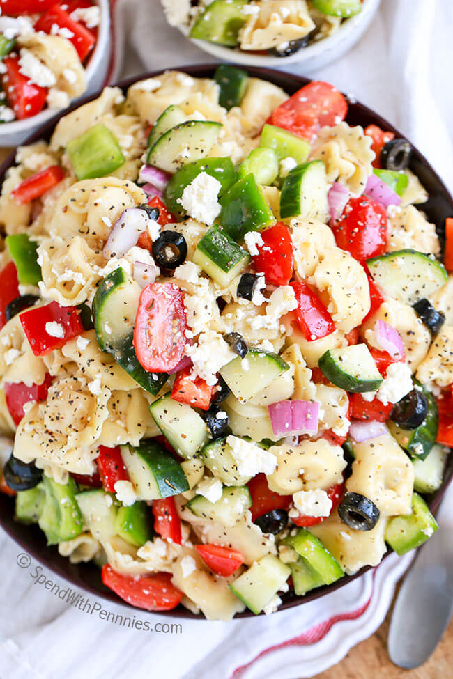 Greek Tortellini Salad | 30 Graduation Party Food Ideas | OHMY-CREATIVE.COM