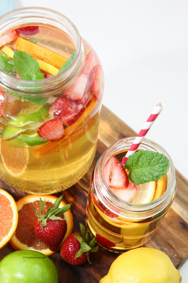 Non-Alcoholic Fruit Sangria Drink | 30 Graduation Party Food Ideas | OHMY-CREATIVE.COM
