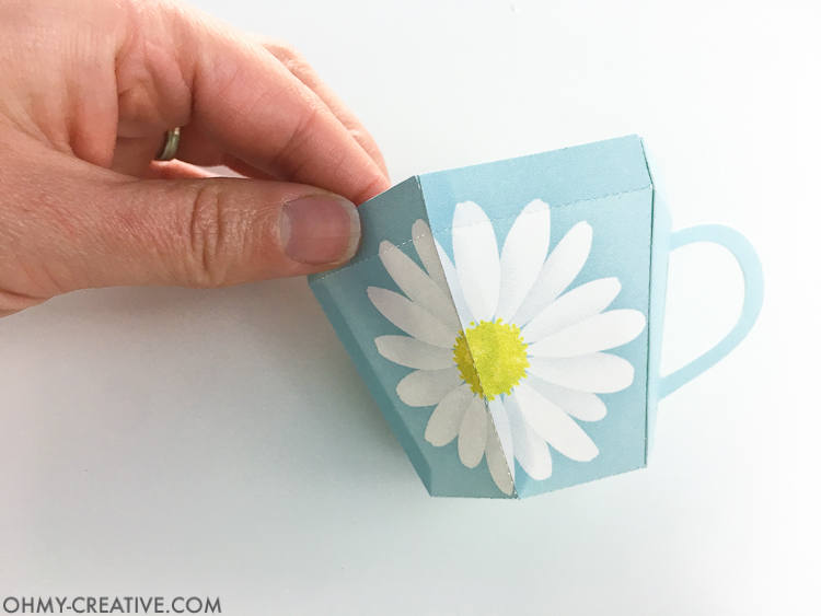Create the perfect gift for spring with this Tea Cup Template. A tea cup gift for Mother's Day, Easter or Teacher Appreciation. OHMY-CREATIVE.COM | Paper Tea Cup | 3D Tea Cup | Tea Cup Gift | Spring Gift Ideas | Paper Tea Cup Template | Mother's Day Gift Idea | Teacher Appreciation Gift