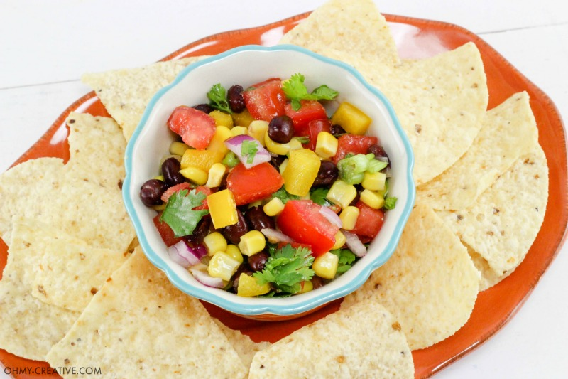 This Fresh Salsa Recipe is a delicious Rainbow Salsa and so full of flavor | OHMY-CREATIVE.COM | chunky salsa | fresh salsa recipe | homemade salsa recipe | Mexican salsa recipe | corn salsa recipe | salsa recipe easy