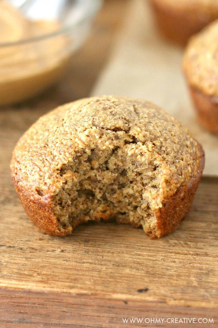Banana Muffin Recipe | OHMY-CREATIVE.COM | Banana Muffins | Healthy Banana Muffins | Banana Muffins Recipe | Easy Banana Muffins | Breakfast Muffins | Breakfast ideas for Kids | Banana Muffins healthy