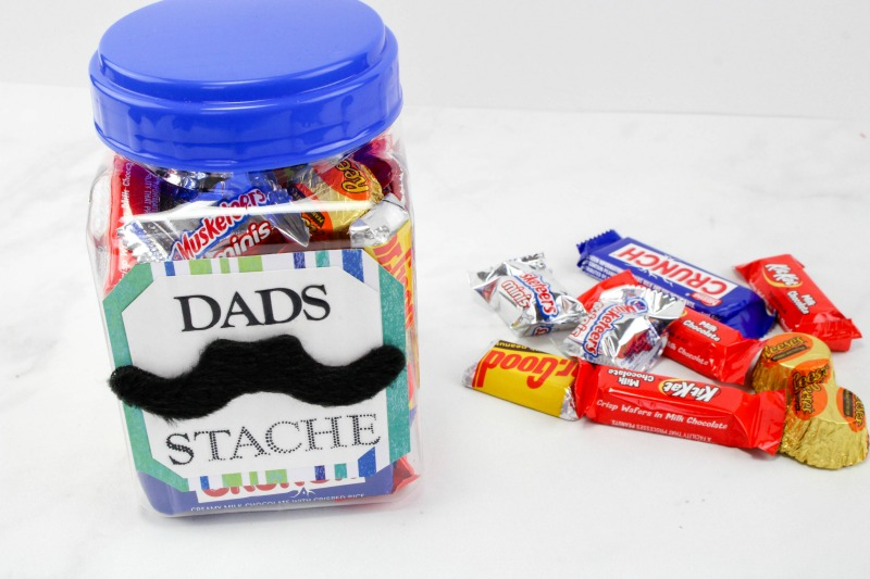 This Dad's Stache Jar with free printable label is perfect for the kids to make for Father's Day! OHMY-CREATIVE.COM | DIY father's Day gift ideas | diy gather's day gifts | easy Father's Day gifts | stache jar | father's day printables | candy jar