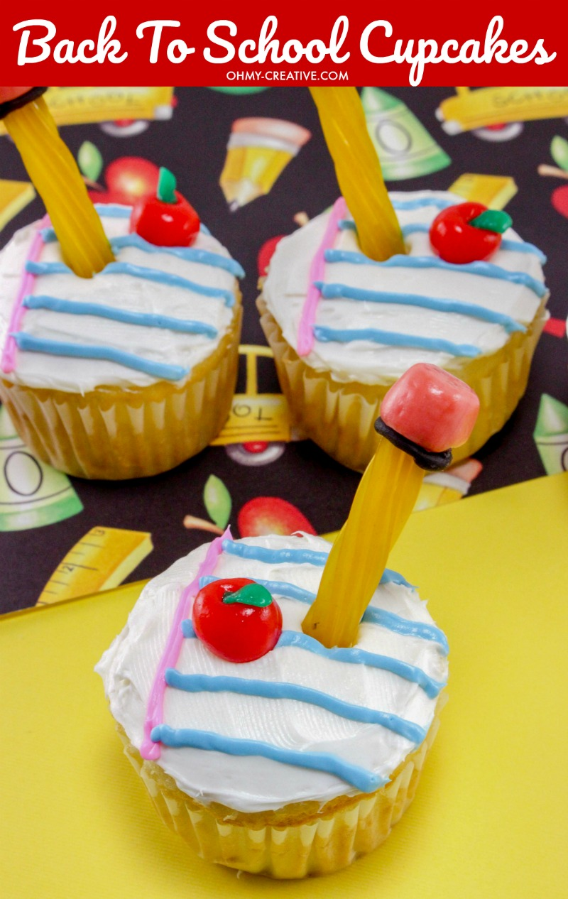 Adorable Back to School Cupcakes for the kids. Great for as last day of school cupcakes as well. OHMY-CREATIVE.COM   back to school cupcakes recipes   apple cupcakes   back to school treats back to school cupcake ideas   end of school cupcakes #schoolcupcakes #schooldesserts #backtoschool #cupcakes #schooltreats