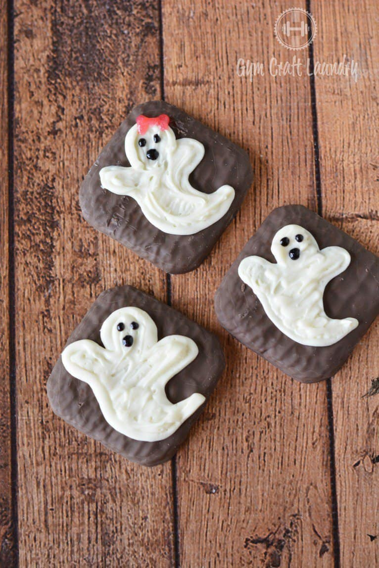 Oh-My Creative | Creative Halloween Treats | Halloween Snacks | Halloween Desserts | DIY Desserts | Fall Desserts | Fall Recipes | Kid Treats | Ghost Treats |