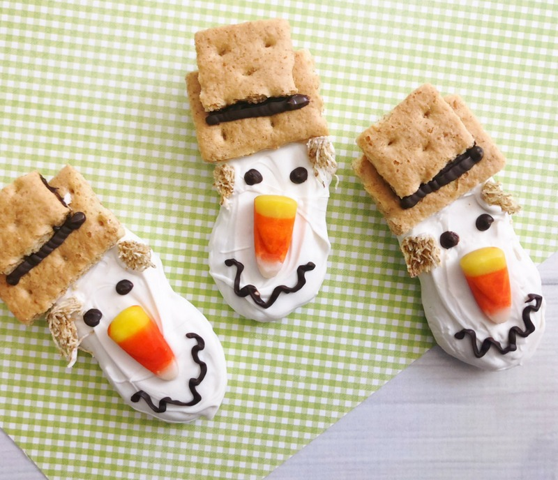 Look at our cute Scarecrow Nutter Butter Fall Cookies complete with candy corn nose and wiggly smile. #Scarecrow #Scarecrowdessert #fallcookie #falldessert #thanksgivingdessert #nutterbutter