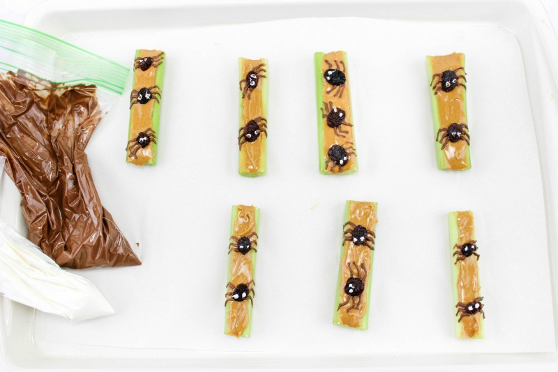These Cool Spider Healthy Halloween Snacks make a great option over sweets for all Halloween activities. Make ahead of time for parties or to serve as an after school snack...great for playdates too. OHMY-CREATIVE.COM | #healthyhallweensnacks #halloweensnacks #halloweenpartyfood #halloweenpartysnack #healthyhalloweenappetizer #halloweenspider