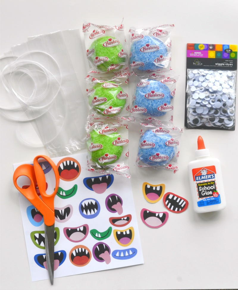 These Monster Mouths Snowball Treats are perfect for parties or Monster Mouths craft! Free Printable monster mouths included with easy directions! Kids will love them! OHMY-CREATIVE.COM #montermouths #monstermouthsprintable #Halloweentreat #halloweentreatbags #halloweenmonsters #monsterpartyfavor #monstercraft #kidstreats #halloween