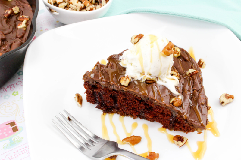 This Chocolate Skillet Cake is sure to be a hit! An easy one pot dessert this lots of chocolate flavor and yummy icing with pecans - yum! #skilletdessert #chocolateskilletcake #chocolatecake #onepotrecipe