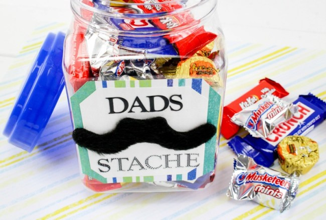 Plastic container filled with snacks and Father's Day saying on the outside