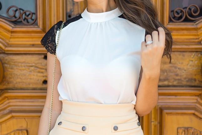 A blogger Mônica Araújo veste blusa Donna Ritz para JJ Modas