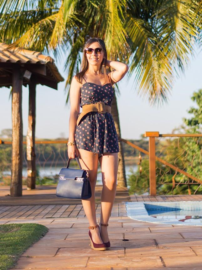 Macaquinho estampado, espadrilles e óculos de sol, combo perfeito para o verão. Veja mais no blog Oh My Closet com a blogueira Mônica Araújo!
