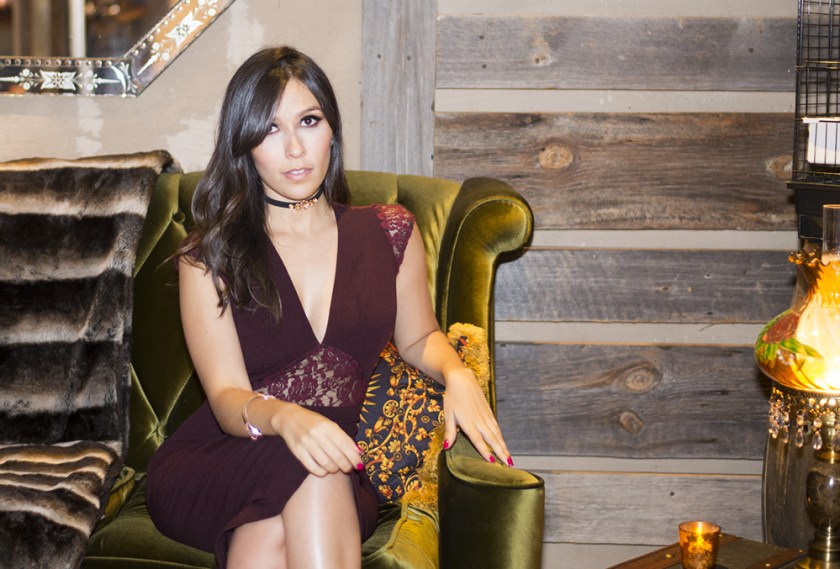 O look da blogueira Mônica Araújo em Nova York contou com vestido S Trend no Le Parker Meridien. Veja mais detalhes no site!