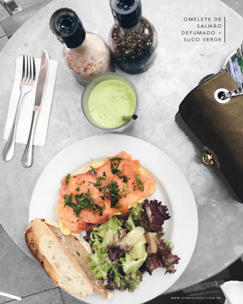Dica de o que comer em SP: o omelete de salmão defumado do Le Pain Quotidien é a dica da influencer Mônica Araújo. Confira no Oh My Closet!