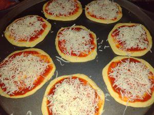 mini pizza cheese