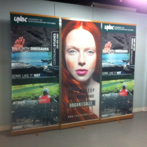 Retractable-Roll-Up-Bamboo-Banner-Stands