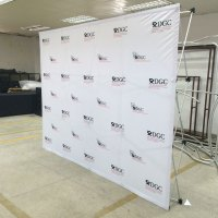 Backdrop stand retractable