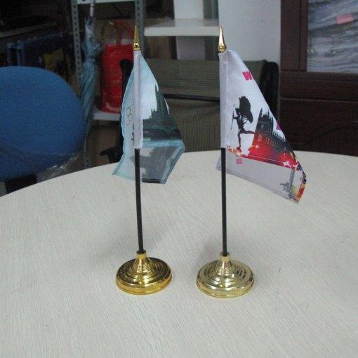 golden-plastic-desk-flag