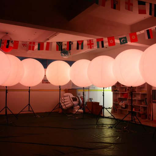 LED-Inflatable-Balls-with-Bracket-Stand