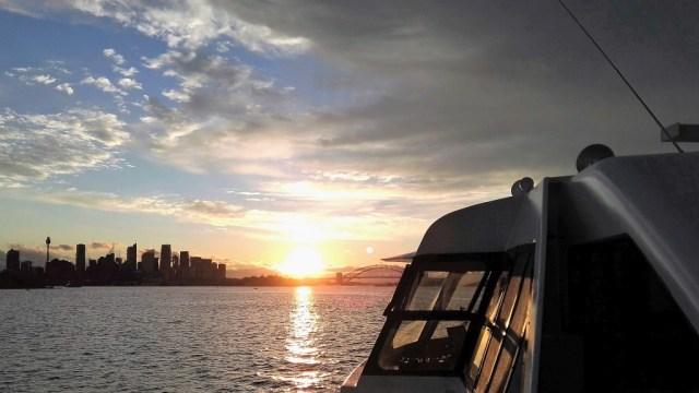 Blick von der Fähre auf die Skyline von Sydney