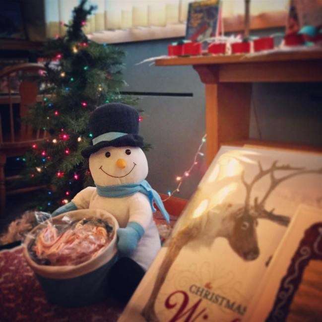 Everything is all set up and ready for this afternoon's Holiday Storytime - it should be a magical time! #ohrstromlibrary #storytime #holidays #snowman #reindeer #christmastree #tinylights #stories #libraryfun #libraryevents #librariesofinstagram #festive #iamsps