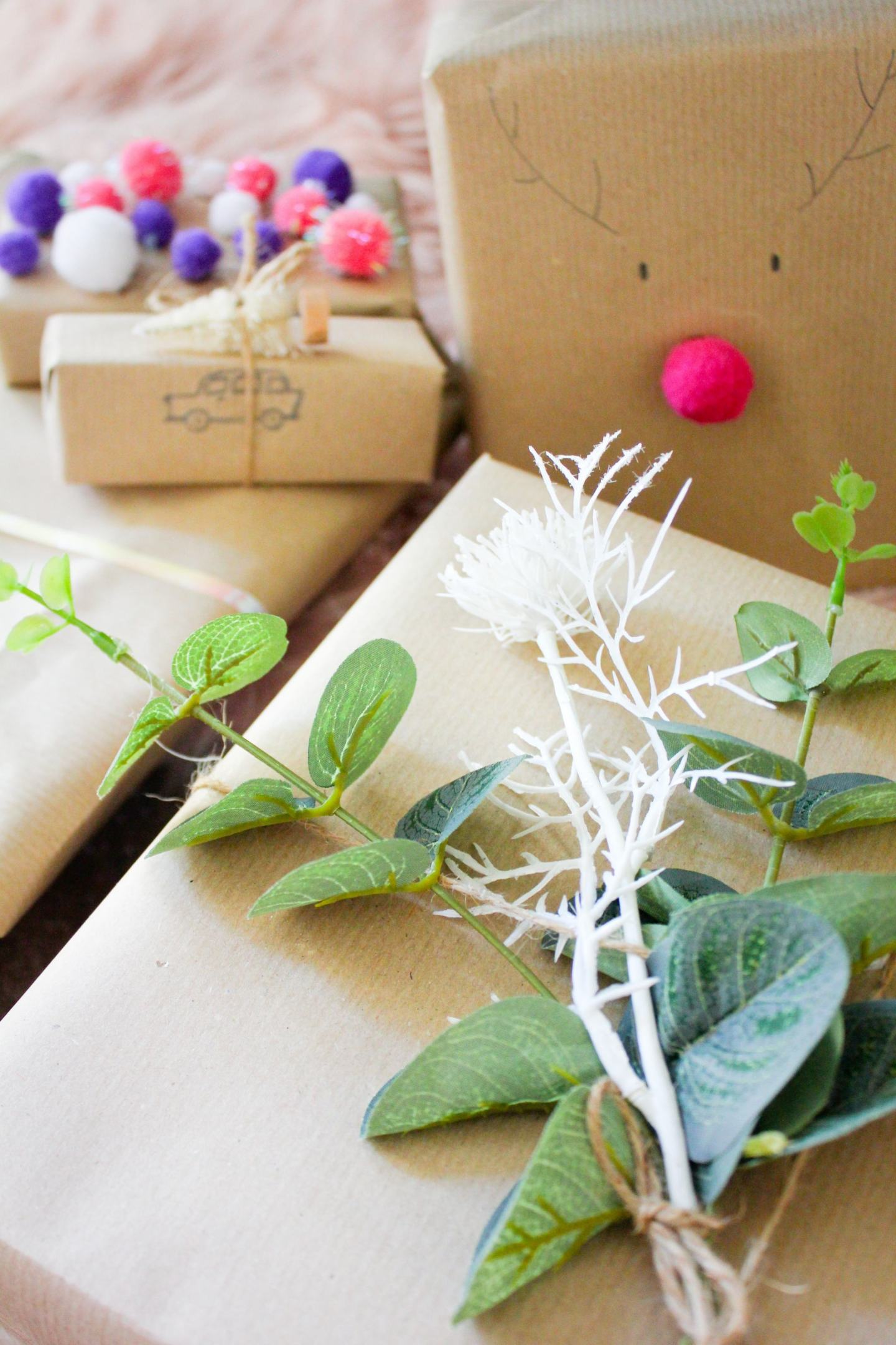 CHRISTMAS GIFT WRAPPING WITH BROWN PAPER