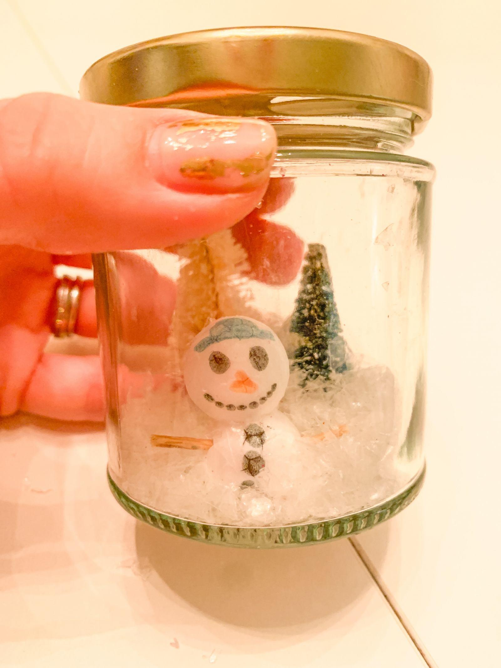 DIY SNOW GLOBE KIDS CHRISTMAS CRAFT