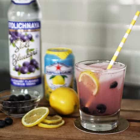 FRIDAY FAVES  // FIZZY BLUEBERRY LEMONADE