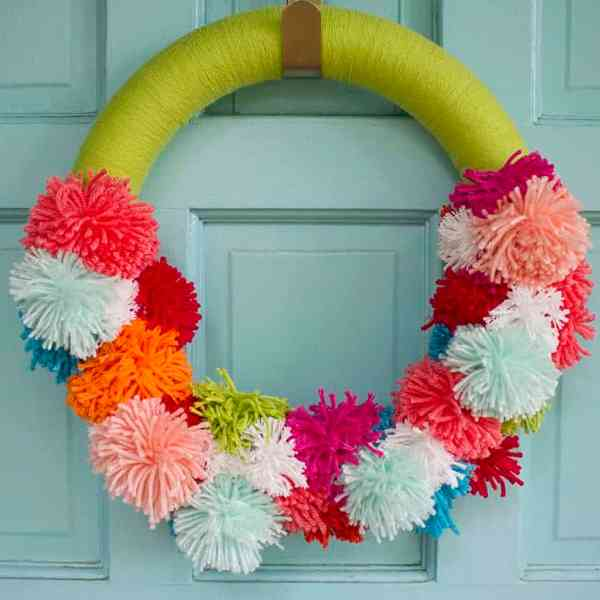 DIY  //  POM POM WREATH
