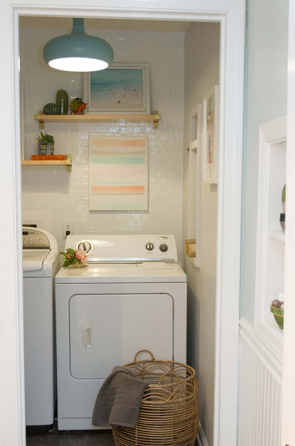 Audrey of Oh So Lovely Blog shares a super quick and affordable DIY laundry room update.