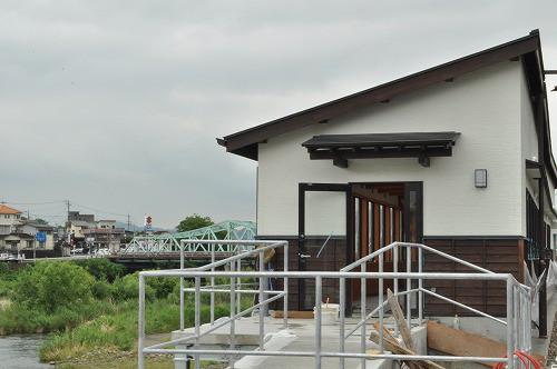 三隈川沿いの鮎やな場