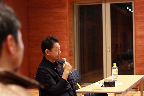 モデレーターは株式会社ブンボ代表の江副直樹氏
