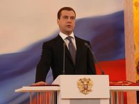 Russia's Medvedev Says Low Oil Prices are an Opportunity to Restructure the Economy