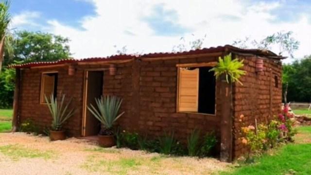 construyen casas con sargazo