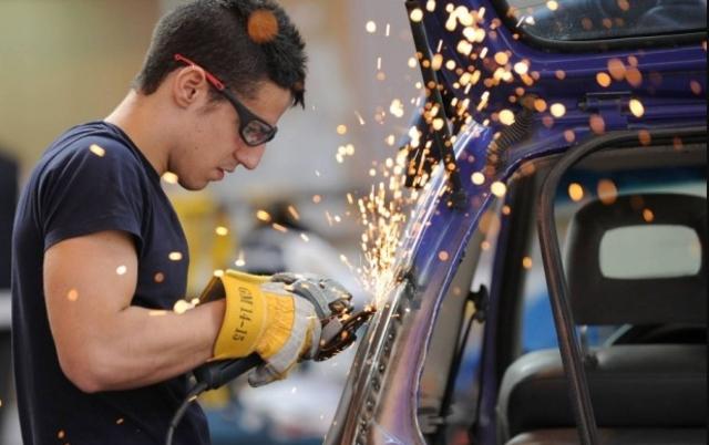 A los jóvenes mexicanos no les alcanza su sueldo