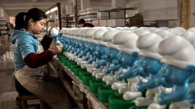 Imagen: Una trabajadora china en una fábrica, 22 de octubre de 2019 (Imagen: Especial)