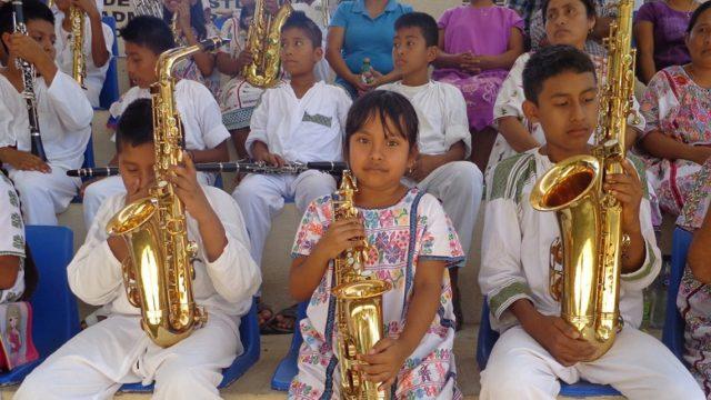 Imagen: Niños indígenas con instrumentos musicales, 29 de octubre de 2019 (Imagen: Especial)