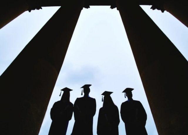 Imagen: Universitarios recién graduados, octubre 17 de 2019 (Imagen: Especial)