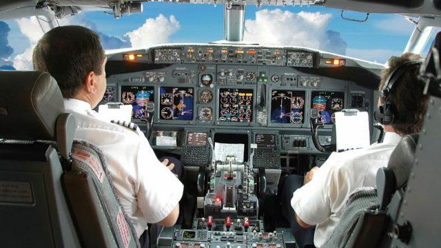 Imagen: Pilotos en la cabina de un avión, 22 de octubre de 2019 (Imagen: Especial)