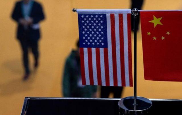 Imagen: Banderas de Estados Unidos y China