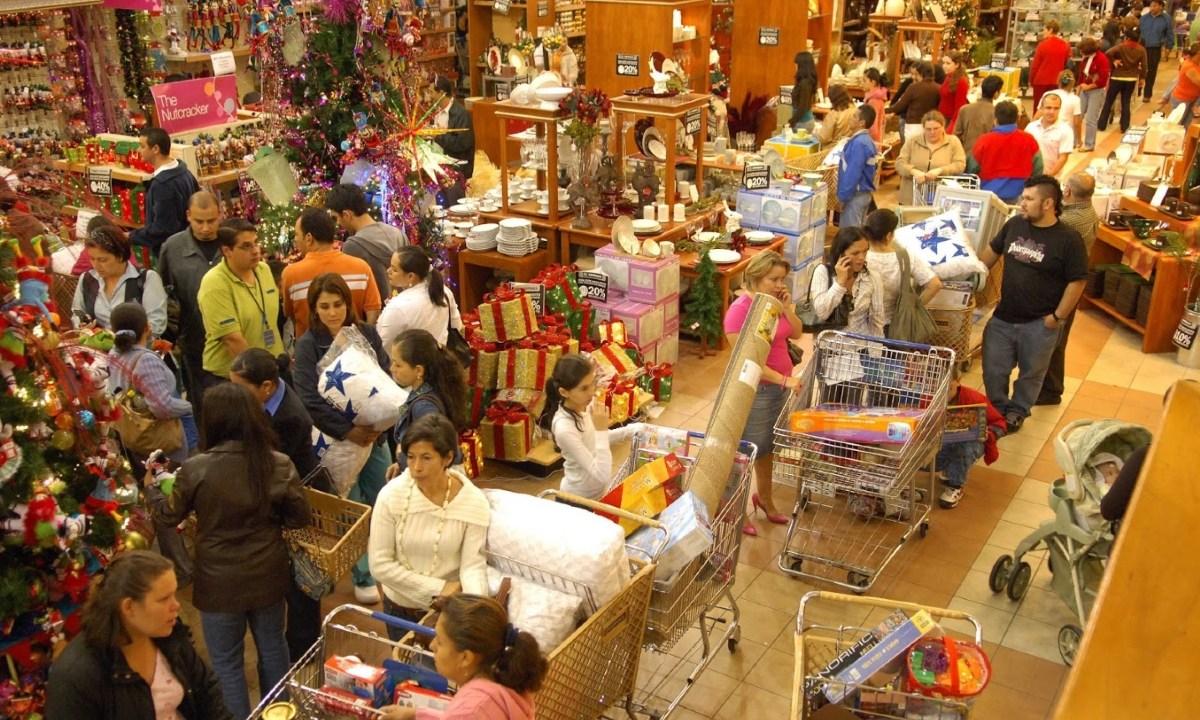 09 de diciembre 2019, derrama económica de Navidad, compras de navidad, centro comercial, personas, compras