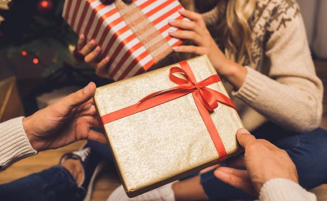 40 diciembre 2019, gastos en regalos de navidad, regalos, personas, intercambio, navidad