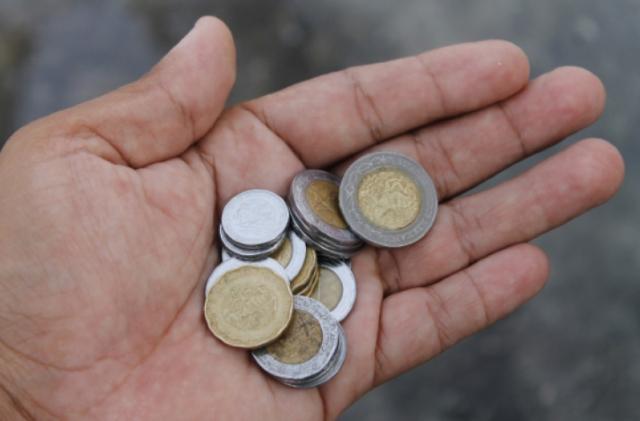 Gastos hormiga quincenales, dinero, monedas, efectivo, gastos, gastos hormiga