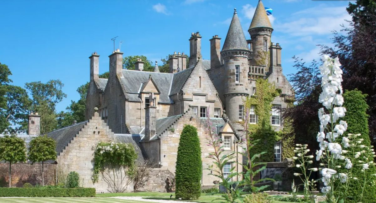 20 de diciembre de 2019, Escocia, tomar café, dinero, premio, el histórico Castillo Carlowrie que fue construido en 1852 en Escocia (Imagen: Especial)