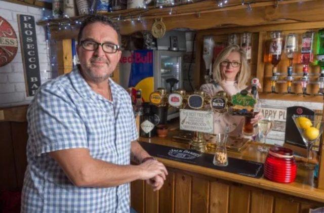 6 de diciembre, pub, bar, esposa, construye, paga, toda la familia pasa noches felices (Imagen: Especial)