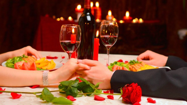 24 de enero 2020, Cenas románticas, Vino, Velas, Cena Romántica, Flores