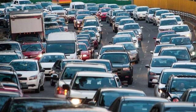por cada diez minutos por hora extra en un embotellamiento se usa hasta un 14% más de gasolina